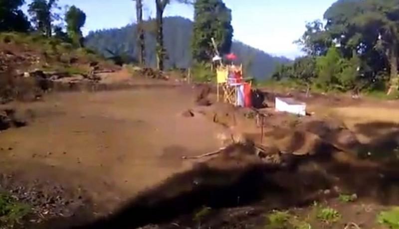 www.nusabali.com-pembangunan-pura-di-puncak-bukit-sengayang-bikin-resah-krama-catur-desa-dalem-tamblingan