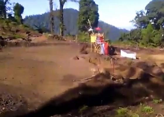 Nusabali.com - pembangunan-pura-di-puncak-bukit-sengayang-bikin-resah-krama-catur-desa-dalem-tamblingan