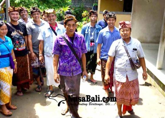 Nusabali.com - kelian-banjar-se-sidemen-kecewa-layanan-disdukcapil