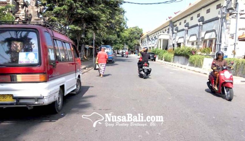 www.nusabali.com-masa-uji-coba-berakhir-angkot-masih-ngetem-di-pinggir-jalan