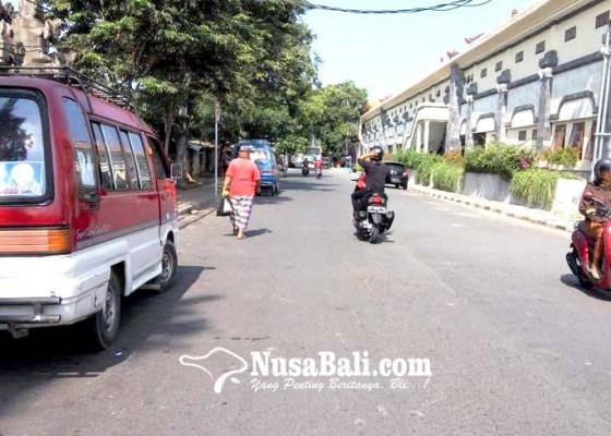 Nusabali.com - masa-uji-coba-berakhir-angkot-masih-ngetem-di-pinggir-jalan