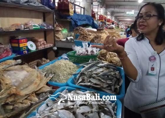 Nusabali.com - terasi-dan-teri-berbahaya-ditemukan-di-pasar-badung