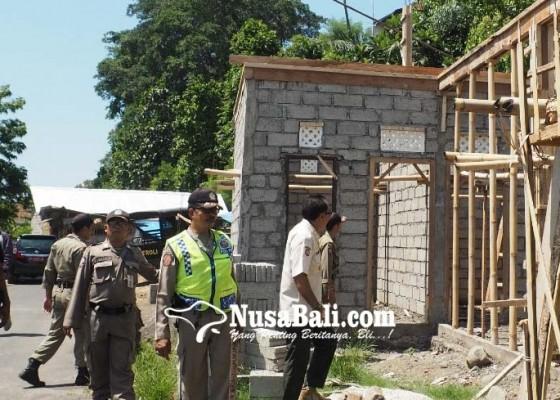 Nusabali.com - pol-pp-ancam-bongkar-bangunan-di-atas-tanah-negara