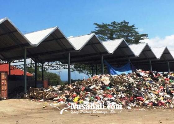 Nusabali.com - incinerator-hanya-1-sampah-menumpuk-di-tps-sementara-terminal-mengwi
