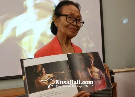 Nusabali.com - maestro-tari-ni-ketut-arini-bakal-tarikan-candra-metu