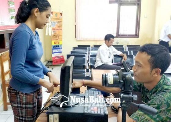 Nusabali.com - terima-4000-blangko-e-ktp-cetak-maksimal-300-per-hari