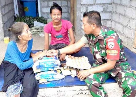 Nusabali.com - tiga-lansia-dibantu-sembako