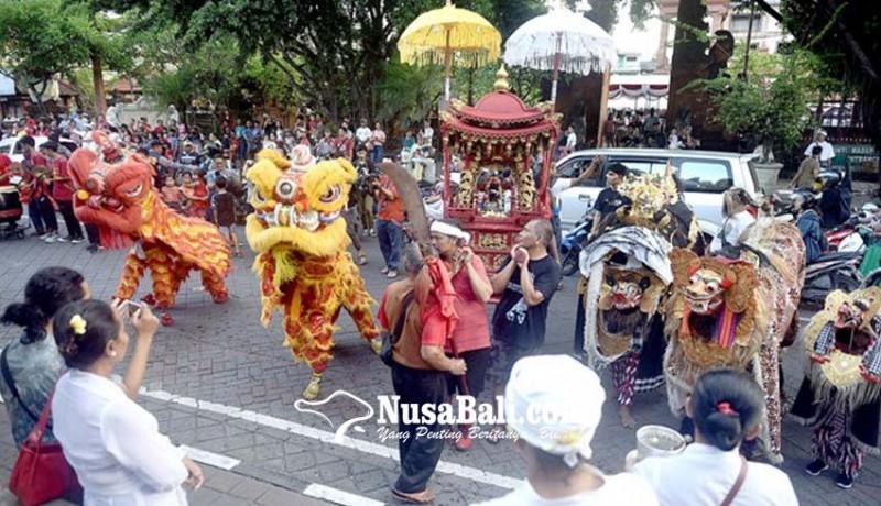 www.nusabali.com-barongsai-barong-bangkung-meriahkan-imlek-di-jalan-gajah-mada