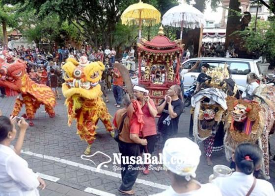 Nusabali.com - barongsai-barong-bangkung-meriahkan-imlek-di-jalan-gajah-mada
