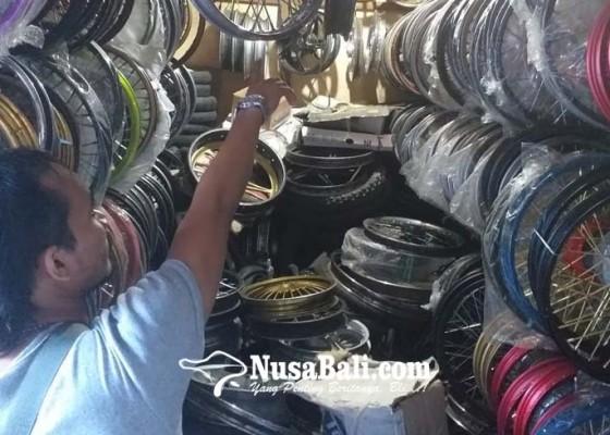 Nusabali.com - pasar-loak-jadi-langganan-maling