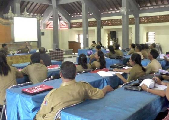 Nusabali.com - perangkat-desa-rentan-terjerat-hukum