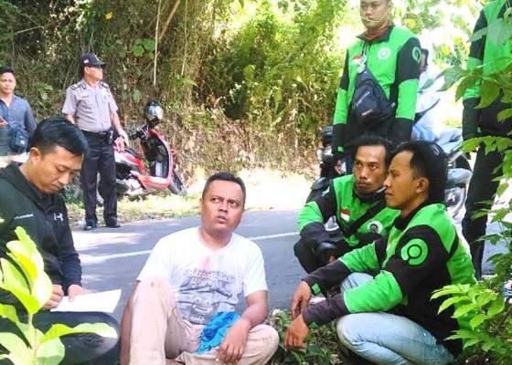 Nusabali.com - penumpang-cekik-leher-ojek-online