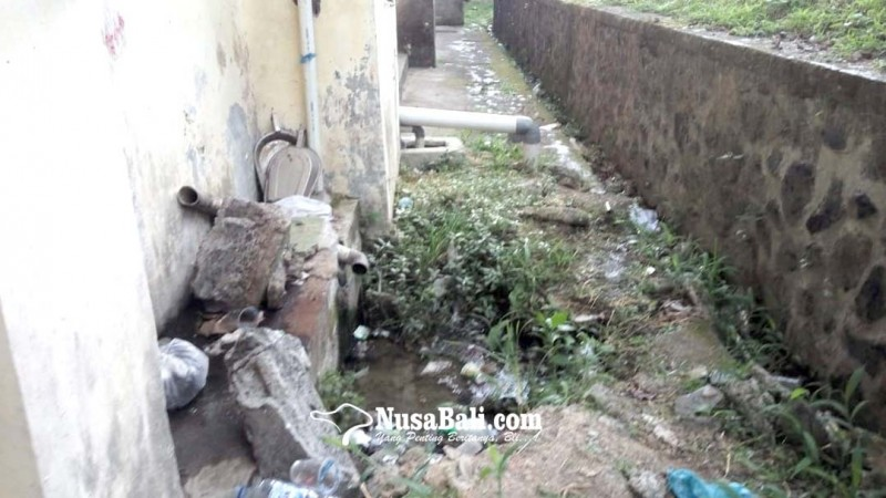 www.nusabali.com-limbah-toilet-rsu-bangli-meluber