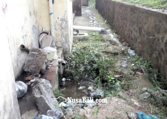 Nusabali.com - limbah-toilet-rsu-bangli-meluber