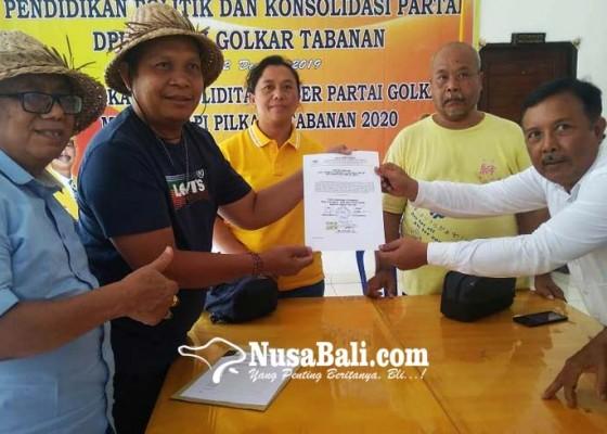Nusabali.com - saudagar-manggis-ambil-formulir-calon-wakil-bupati-tabanan