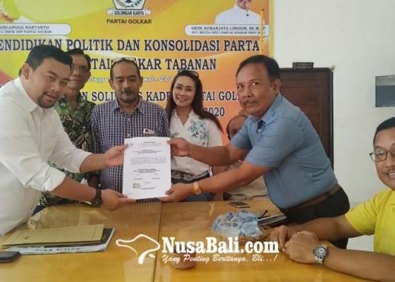 Nusabali.com - giliran-dokter-ambil-formulir-calon-wakil-bupati