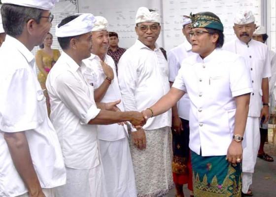Nusabali.com - bupati-giri-prasta-hadiri-karya-mamungkah-pura-pasek-tohjiwa-desa-tanguntiti-seltim