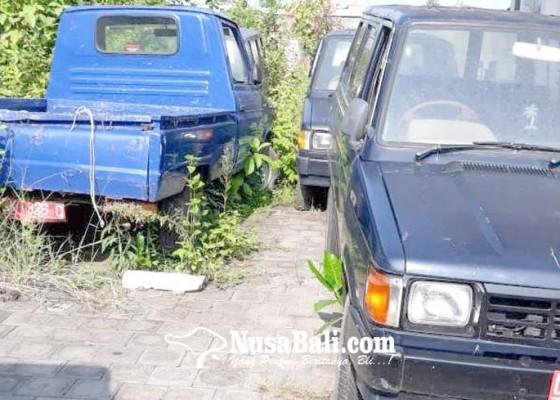 Nusabali.com - tunggu-jadwal-lelang-kendaraan-dinas-mangkrak