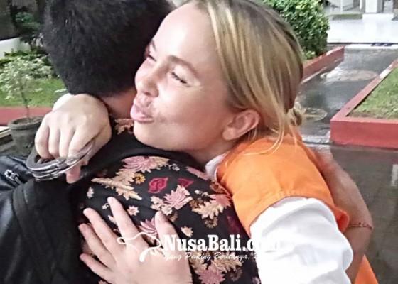 Nusabali.com - selundupkan-kokain-wanita-rusia-terancam-15-tahun-penjara