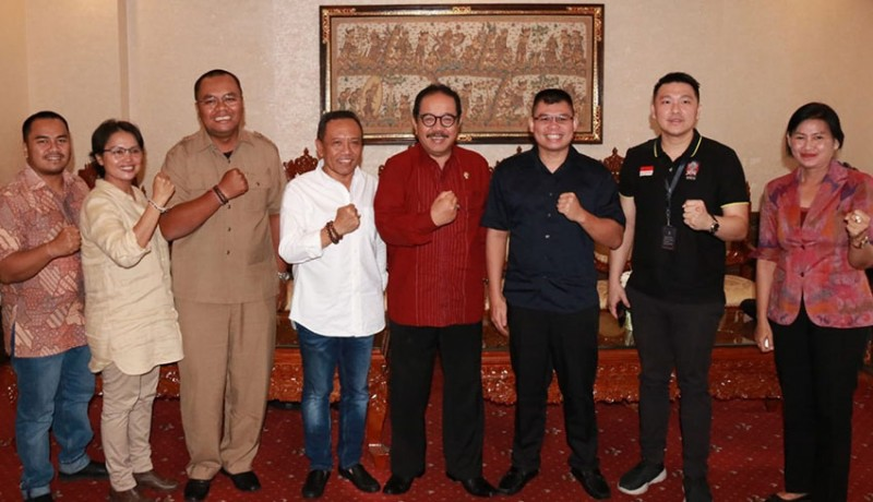 www.nusabali.com-bertemu-chris-jhon-cok-ace-dukung-boxing-show