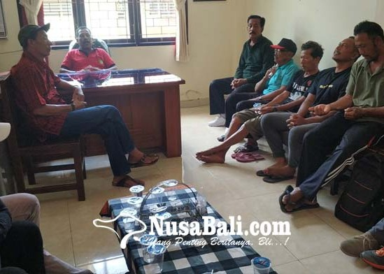 Nusabali.com - krama-perancak-lurug-kantor-perbekel