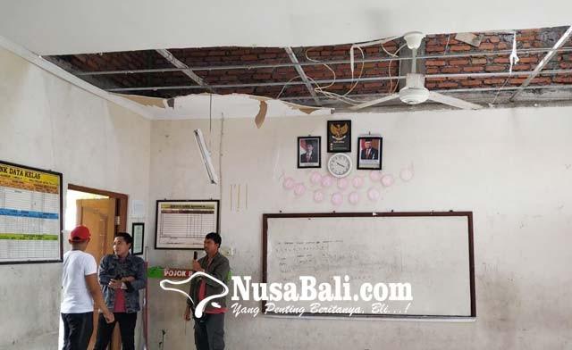 www.nusabali.com-plafon-ruang-kelas-dan-laboratorium-jebol