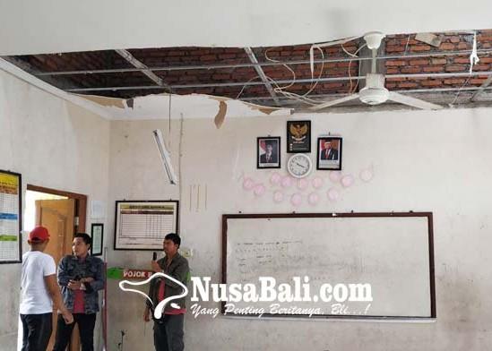 Nusabali.com - plafon-ruang-kelas-dan-laboratorium-jebol