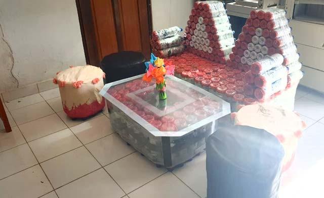 www.nusabali.com-kreasikan-sampah-plastik-jadi-produk-meubeler
