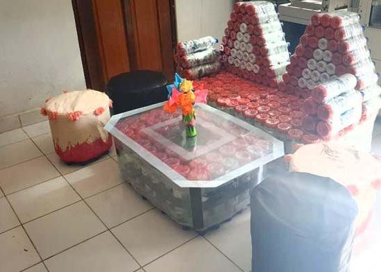 Nusabali.com - kreasikan-sampah-plastik-jadi-produk-meubeler