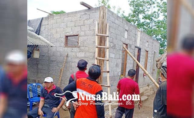www.nusabali.com-puting-beliung-hantam-buleleng-tiga-rumah-porak-poranda