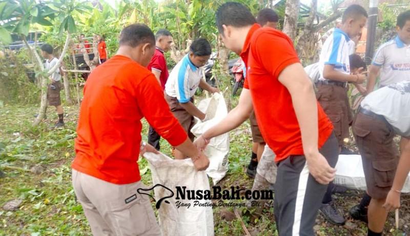 www.nusabali.com-mareresik-di-pura-mertasari-kumpulkan-25-kg-sampah-pelastik