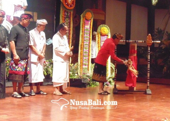 Nusabali.com - festival-nyurat-aksara-bali-diikuti-2020-peserta