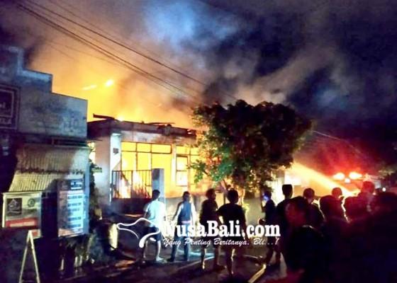 Nusabali.com - satu-rumah-hangus-terbakar-di-banyuning
