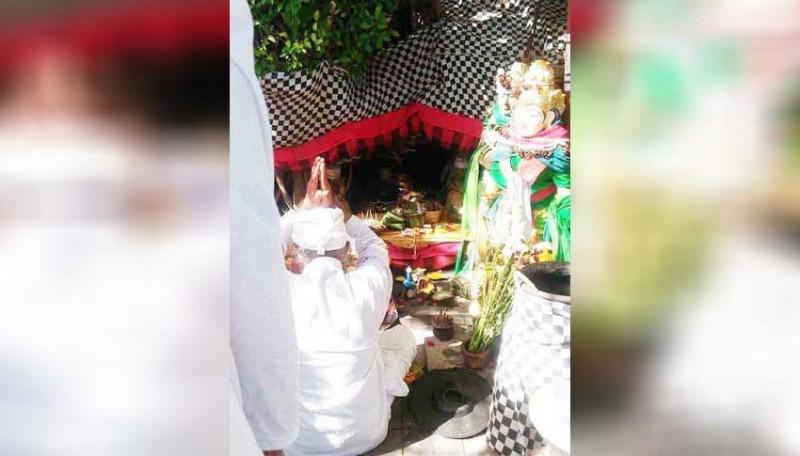 www.nusabali.com-desa-adat-piling-ngaturang-guru-piduka-di-pura-tanah-lot