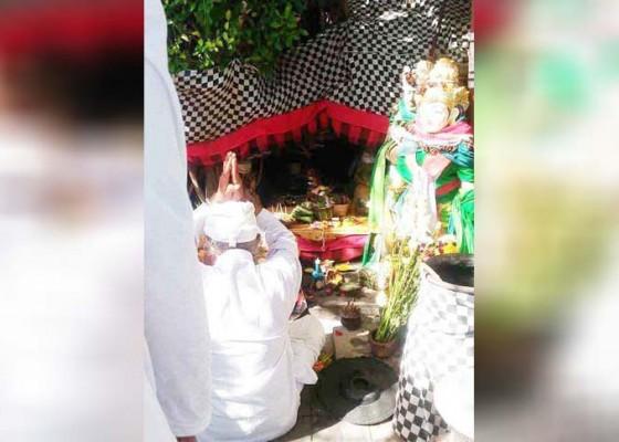 Nusabali.com - desa-adat-piling-ngaturang-guru-piduka-di-pura-tanah-lot