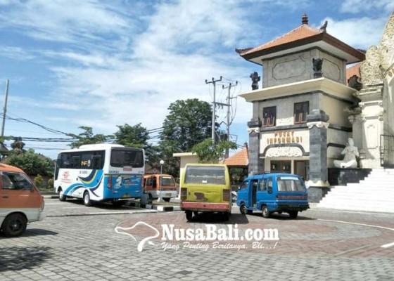 Nusabali.com - angkutan-umum-mulai-ngetem-di-terminal-loka-crana