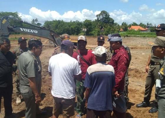 Nusabali.com - petani-mengeluh-galian-c-keramas-ditutup