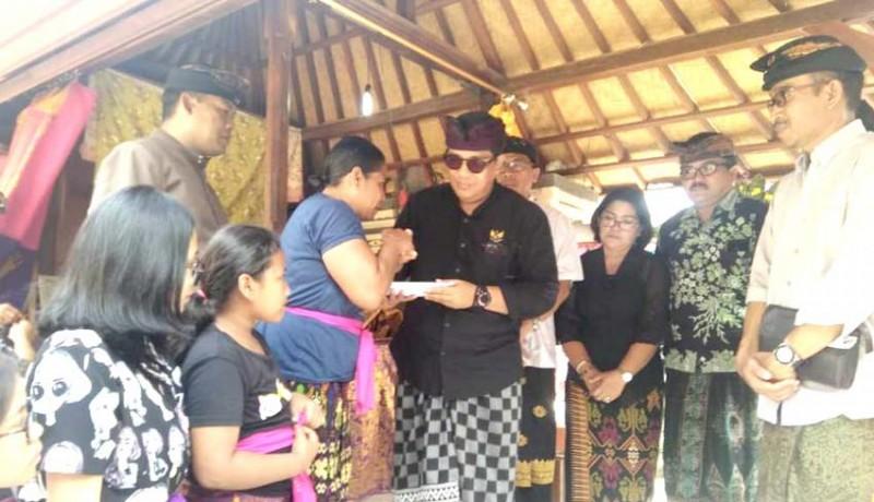 www.nusabali.com-wabup-sanjaya-jenguk-korban-patah-tulang-dan-polisi-meninggal