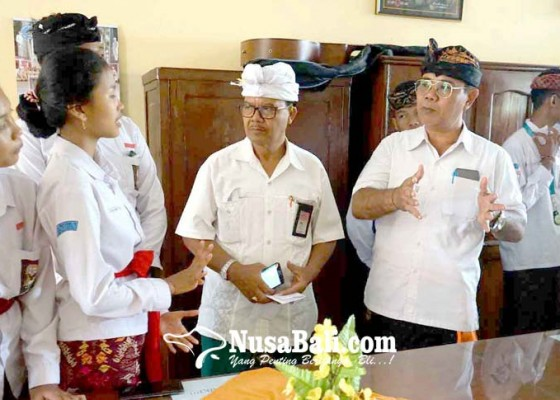 Nusabali.com - selama-bulan-bahasa-siswa-sman-1-amlapura-wajib-berbahasa-bali