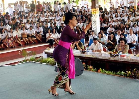 Nusabali.com - bali-mandara-talent-dapat-kritikan