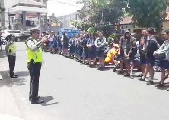 Nusabali.com - polisi-minta-ortu-sempatkan-antar-anak-ke-sekolah