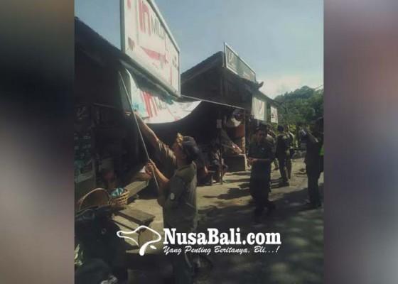 Nusabali.com - tim-yustisi-turunkan-spanduk-rokok