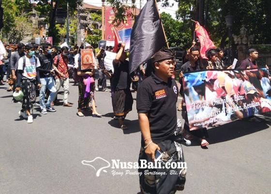 Nusabali.com - kirab-unjuk-rasa-tolak-omnibus-law