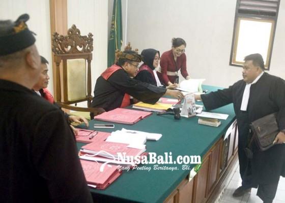 Nusabali.com - hakim-hentikan-perkara-wayan-wakil