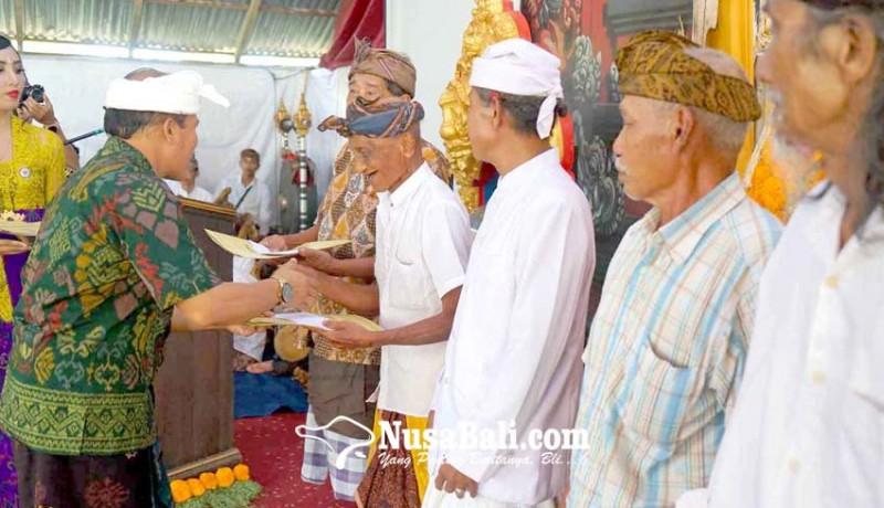 www.nusabali.com-seniman-tua-desa-duda-dianugerahi-penghargaan