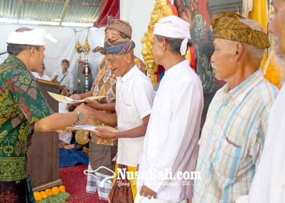 Nusabali.com - seniman-tua-desa-duda-dianugerahi-penghargaan