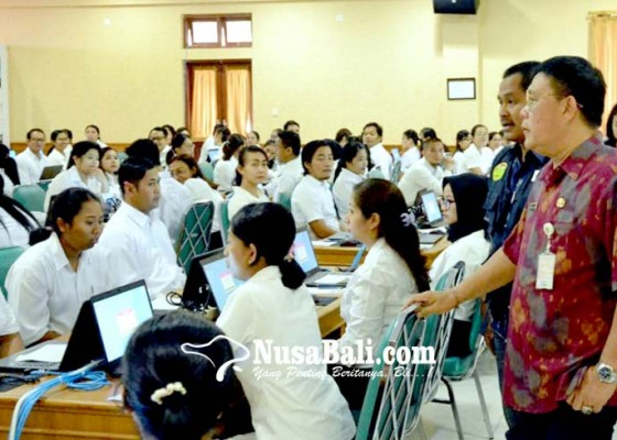 Nusabali.com - sekda-rai-iswara-tinjau-pelaksanaan-tes-cpns