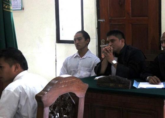 Nusabali.com - pelaku-penusukan-bentrok-lapas-sidang-perdana