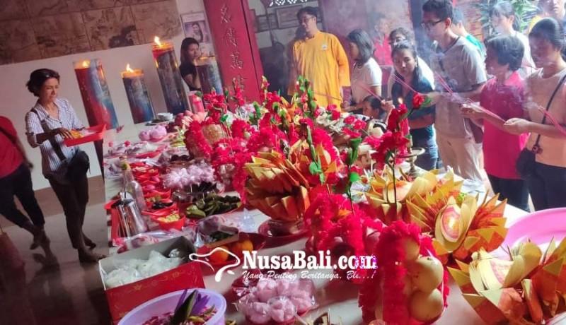 www.nusabali.com-ratusan-umat-tri-dharma-ikuti-upacara-cisuak-hindari-kesialan