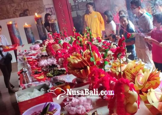 Nusabali.com - ratusan-umat-tri-dharma-ikuti-upacara-cisuak-hindari-kesialan